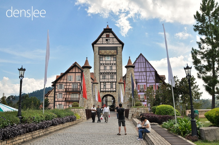 Entrance of Colmar Tropicale.